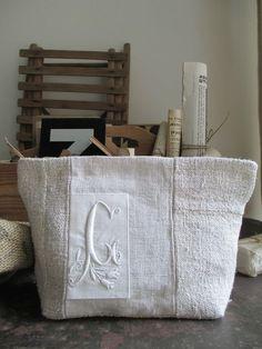 May 2014 477 More Source by zielinskateresa Embroidery Purse, Diy Bags Purses, Fru Fru, Vintage Sheets, Linen Bag, Denim Bag, Fabric Bags, Handmade Bags, Bag Making