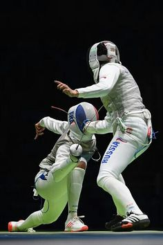 Aida Shanaeva of Russia and Ysaora Thibus of France compete during the women's individual foil quarterfinal on Day 5 of the Rio 2016 Olympic Games at. Action Pose Reference, Human Poses Reference, Figure Drawing Reference, Action Poses, Photo Reference, Fencing Foil, Fencing Sport, Fighting Poses, Fashion Model Poses