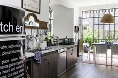 Kitchen design: A wise tip about interior design is that consistency is essential. You have to pick a solid theme to tie your entire design is going to be consistent throughout. Kitchen Layout, Kitchen Design, Kitchen Interior, Kitchen Decor, Dish Storage, Living Comedor, Argentine, Family Kitchen, White Tiles