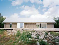 summer house; mały dom stodoła, projekt prostego domu, dom z dwuspadowym dachem,