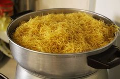 Vermicelles au poulet, une recette 100% sénégalaise! Chicken Vermicelli, Vermicelli Recipes, Chicken Rice Casserole, Macaroni And Cheese, Food And Drink, Cooking, Ethnic Recipes, Chorizo, Sport