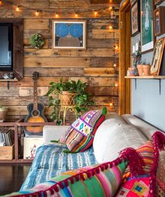 There are numerous ways to make your home interior design look more interesting, one of them is using cabin style design. With this inspiring gallery you can make fantastic cabin style in your home. Cabin Decor, Rustic House, House Design, Cabin Style, Cozy House, New Homes, Home Decor, Home Deco, Retro Home Decor