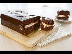 Dans la famille des gâteaux-géants, voici mon préféré: le Kinder délice coco géant! Avec son alliage choco-coco et son glaçage Nutella il est juste dingo. Kinder Delice Coco, Tiramisu, Cake, Ethnic Recipes, Anne Sophie, Food, Biscuits, Chocolate Fondue, Cooking Recipes