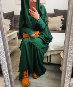 That Autumn Outfit from with Timberland boots 💚😍 i am in love. The colors are amazing. Modern Hijab Fashion, Abaya Fashion, Muslim Fashion, Modest Fashion, Niqab, Timberland Boots Outfit, Hijab Collection, Hijab Fashionista, Beautiful Muslim Women