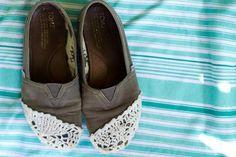 DIY Shoe Refashion: DIY Crochet Toms Refashion