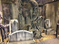 love the walls Haunted Graveyard, Halloween Graveyard, Halloween Tombstones, Fete Halloween, Halloween Yard Decorations, Halloween Projects, Halloween House, Holidays Halloween, Halloween Themes