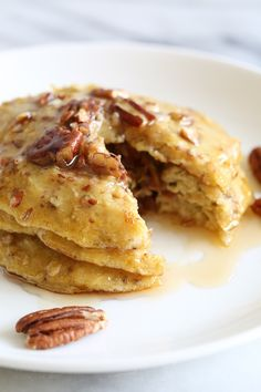 Flourless Banana Nut Pancakes- EASY, good-for-you pancakes, loaded with heart-healthy nuts, banana and oats, plus a whole egg – a powerhouse of nutrition. Ww Recipes, Cooking Recipes, Healthy Recipes, Skinnytaste Recipes, Ripe Banana Recipes Healthy, 4 Ingredient Recipes, Delicious Recipes, Recipe For Ripe Bananas, Drink Recipes