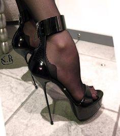 Extreme High Heels, Black High Heels, High Heels Stilettos, High Heel Boots, Heeled Boots, Stiletto Heels, Pantyhose Heels, Stockings Heels, Talons Sexy