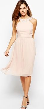 What to wear to a wedding if you have big boobs - semi formal dress styles that will fit and flatter a bigger bust.