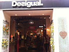 Nueva tienda Desigual en Valencia La fachada de la tienda debe ser visible