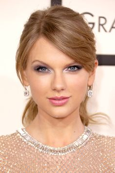 Taylor Swift Makes Surprise Appearance at Fan's Bridal Shower