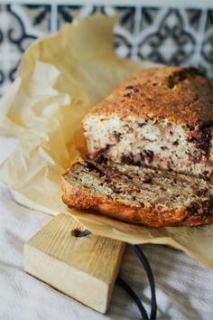 Spicy banana bread with dark chocolate
