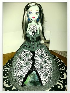 monster high doll cake images | Coolest Monster High Doll Cake... This website is the Pinterest of ...