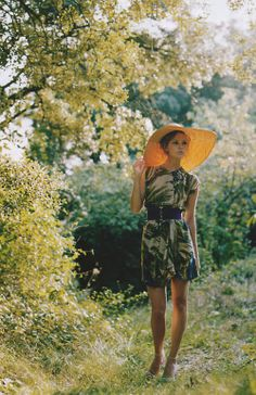 These are not hiking clothes. I'd knock that hat into every branch within a yard.