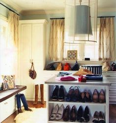 Great tips on how to organize your closet!