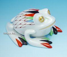 Hollohaza Fishnet Frog Figurine Frog Art, Cute Pins, Art Object, Squirrels, Fishnet, Frogs, Hungary, Sheep, Kiss