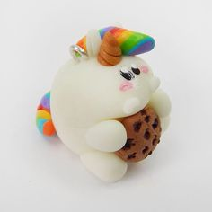 Nachtleuchtendes Pummeleinhorn ☀️ www.crapwaer.com #crapwaer #regenbogen #jewellery #polymerclay #pummeleinhorn #einhorn #unique #unicorn #cookie