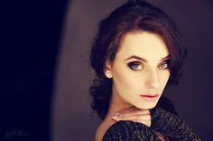 Modelka: Natalia Dokudowiec Wizaż:Martyna Kosmowska Stylizacja: Weronika Sochańska Miejsce: Fabryczne Atelier FotoGenerator 8 Flash Studio pod napięciem