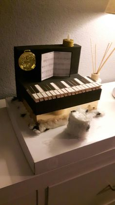 Piano surprise Projects, Crafts, Diy, Cards, Gymnastics, Log Projects, Blue Prints, Manualidades, Bricolage