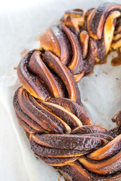 Chocolate Babka Wreath: A rich brioche dough, a fabulous chocolate filling, split, braided and shaped into a wreath for the most decadent holiday breakfast! Chocolate Babka, Chocolate Filling, Croissants, Donuts, Babka Recipe, Savarin, How To Make Brown, Sugar Cookies Recipe, Vegetarian Chocolate