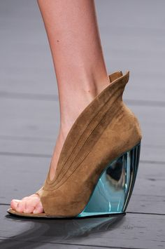 future. Love the top part but not the heel