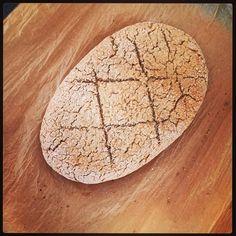 Het brood van zelfgemalen haver en spelt meel is niet zo geslaagd… In haver zitten bijna geen gluten… #weerwatgeleerd #eten #gezondheid