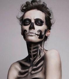 ハロウィン仮装もモードにキメる!ニュートラルカラーのお洋服にもピッタリ合うフランス発「ガイコツ」メイクにチャレンジせよ