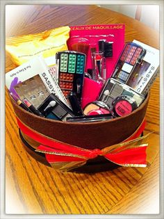 $15 Makeup Gift Basket - DIY Christmas Gifts for Teen Girls