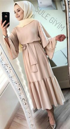 Abaya Fashion, Muslim Fashion, Modest Fashion, Fashion Dresses, Fashion Clothes, Hijab Elegante, Hijab Chic, Modest Dresses, Modest Outfits