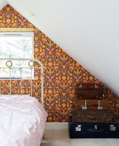 Faye & Dave's Amazingly Artistic, Colorfully Patterned UK Home — House Tour. Love this bed and wallpaper. The rest of the house is cool too! Apartment Therapy, Wallpaper Bedroom Vintage, Cozy Bedroom, Bedroom Decor, Eaves Bedroom, Budget Bedroom, Bedroom Ideas, Uk Homes, Minimalist Bedroom