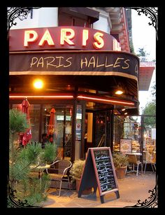 Even though I'm definitely not an artist..One day I see myself painting in front of one of this Paris Cafe's :)
