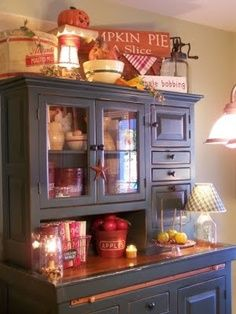Inspiring Cottage Kitchen Cabinets Ideas With Country Style 23 kitchen Primitive Homes, Primitive Kitchen, Country Primitive, Primitive Hutch, Country Sampler, Prim Decor, Rustic Decor, Primitive Decor, Primitive Bedroom