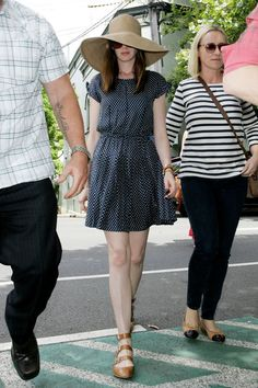 Anne Hathaway Shops on Sydney's Crown Street