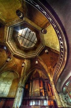 Abandoned church, Detroit by Timothy Neesam (GumshoePhotos), via Flickr by lemai13