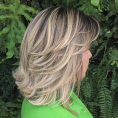 Mid-Length Feathered Ash Blonde Hairstyle Mid Length Layered Haircuts, Shoulder Length Hairdos, Natural Wavy Hair, Medium Hair Cuts, Medium Cut, Fine Hair, Hair Lengths, Long Hair Styles, Medium Hair Styles For Women