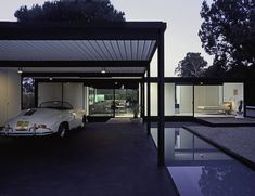 Case Study House No. This house was designed by the renowned American architect Pierre Koenig who also designed the house in Case Study No. Richard Neutra, Palm Springs, Architecture Magazines, Art And Architecture, Pierre Koenig, Modernisme, Mid Century House, Cabana, Case Study