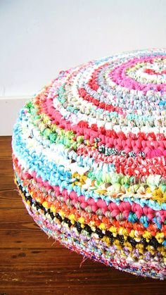 "never thought to expand my rug into a pouf! ""silly old suitcase: Fabric crochet madness- a pouf. Crochet Pouf, Crochet Scarf Easy, Crochet Cushions, Crochet Pillow, Crochet Granny, Crochet Fabric, Crochet Sock Pattern Free, Crochet Patterns, Crochet Ideas"