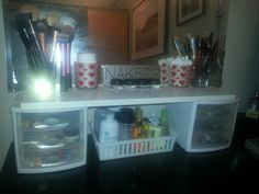 Make-Up Storage & Organization / via Organizational Diva