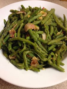 Bacon Garlic Green Beans - Trim Healthy Mama S side dish.  Goes great with steak, or baked, oven fried chicken, pork chop. Fried Chicken Side Dishes, Sides For Chicken, Oven Fried Chicken, Pork Chop Side Dishes, Trim Healthy Mama Diet, Trim Healthy Recipes, Thm Recipes, Pork Chop Recipes, Bacon Recipes