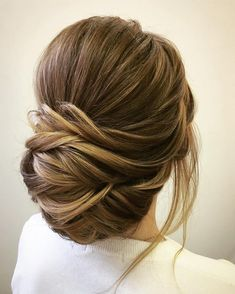 Unique updo wedding hair inspiration | fabmood.com #weddinghair #hairstyleideas #hairstyles #weddingupdo #upstyle #chignon #bridalhair #hairstyleideas