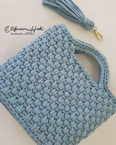 Crochet bag trapillo New ideas Crochet Crafts, Crochet Yarn, Crochet Stitches, Crochet Patterns, Crochet Ideas, Diy Crafts, Crochet Clutch, Crochet Handbags, Crochet Purses