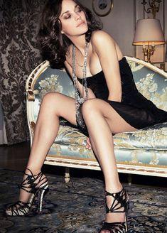 Marion Cotillard shows off her legs #lbd #legs #heels