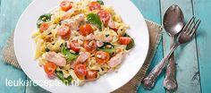 Snel en makkelijk een heerlijk pastagerecht op tafel met zalm en spinazie in een romige saus. Klik op de website-button voor het recept.  Eet smakelijk!