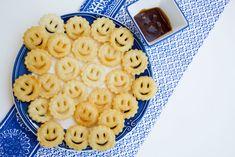 Smile di patate senza glutine fatti in casa facili e sfiziosi Wok, Finger Food, Macaroni And Cheese, Waffles, Breakfast, Ethnic Recipes, Morning Coffee, Mac And Cheese, Waffle