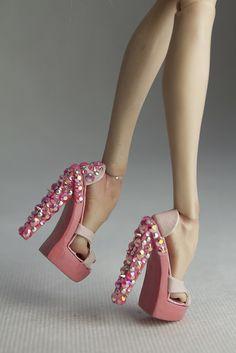 Barbie E Ken, Barbie Dolls Diy, Barbie Fashionista Dolls, Diy Barbie Clothes, Barbie Shoes, Barbie Clothes Patterns, Barbie Gowns, Barbie Hair, Doll Shoes