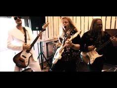 Remu & Hurriganes - Electric Play (virallinen musiikkivideo)