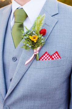 great color combination for grooms, photo by Acqua Photo http://ruffledblog.com/san-clemente-summer-camp-wedding #weddingideas #grooms #boutonnieres