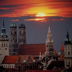 Cine merge la München? Eu sau voi?