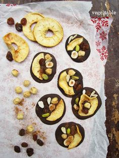 vegeintable: Mendiants with dried apples, raisins, hazelnuts and cinnamon (vegan and gluten-free recipe for Christmas)