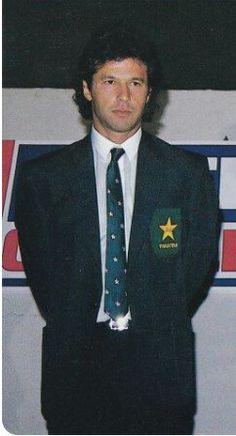 What a hottie! Imran Khan Cricketer, Imran Khan Pakistan, Jemima Goldsmith, Reham Khan, Shahid Afridi, Classy People, Sarah Ferguson, Bollywood Photos, Romantic Poetry